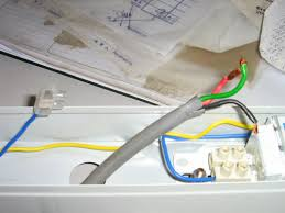 how to wire up a simple fluorescent light doing it yourself connect the red wire sometimes can be brown which is always the live wire to the ballast and the black wire sometimes blue to the other terminal