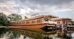 Pictures Of Houseboats Deluxe Houseboats In Nagin Lake Kashmir Naazkashmircom