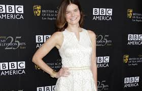 """Breaking Bad"""" Star Betsy Brandt to Portray Michael J. Fox's Wife in New  Comedy 