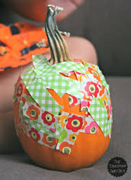 how are you going to decorate your pumpkin this year with your toddlers and preers