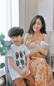 Bé Xoài nhà Trang Lou chúc mừng sinh nhật mẹ, câu cũng siêu hài
