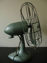 vintage original singer electric fan works nice desk fan s 1 sd does not oscillate primarily green wear comensurate with age