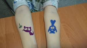делаем блестящие татуировки для детей Make Your Own Glitter Tattoo