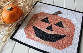 19 Pumpkin Patterns: Free Tutorials for Fall Quilts | FaveQuilts.com & Autumn Quilt Patterns for Halloween Adamdwight.com