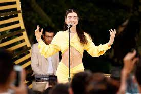 Lorde Reckons With Fame, Plays the Part ...