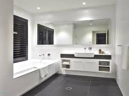 Inspiration Badezimmer Fliesen Mit Badschrank Weiß Badezimmer