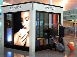 Nespresso Vending Machine Fascinating Am Airport Barcelona Kunden Vor Dem Nespresso Cube Foto Nestlé
