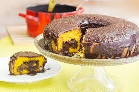 Resultado de imagem para bolo de cenoura com pedaços de chocolate
