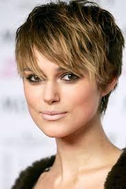 تسريحات شعر للوجه المربع عليك اختيارها لمظهر أكثر جاذبية