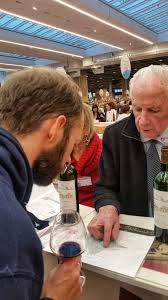 brandon from nothingdeclared wine speaks with a winemaker salon des vins des vignerons indépendants paris