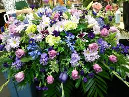 apple annie s garden gate fl gifts is a local family owned and operated florist serving the ennis texas area since 1998 with flowers straight from