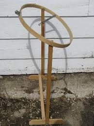 oval wood quilting frame, needlework embroidery hoop on stand &  Adamdwight.com