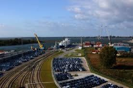 Морской порт Калининград Причалы морского порта Калининград общей протяженностью 17 км расположены на северной стороне Калининградского морского канала а также в устьевой части