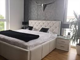 Ein Sehr Luxuriös Eingerichtetes Schlafzimmer Mit Boxspringbett Die