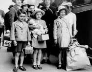 Blitz for children   Evacuees and Home Front homework help   KS      Life during World War II