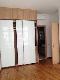 Closet Sliding Doors White Modern Bedroom With Inova Awfulobe ...