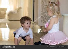 Vlasy Stav Mysli Dětské Hry Vývoj Dětí Malé Děti S Stylových