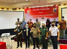 Selain itu diperlukan adanya pengawasan dari semua pihak agar informasi yang beredar di masyarakat tidak membawa dampak negatif terutama untuk kalangan muda. Universitas Negeri Semarang Universitas Berwawasan Konservasi