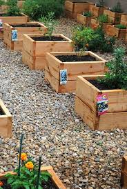 wraparound raised garden bed idea