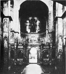 Реферат Искусство древней Руси ru Систему куполов столбов арок на которых в строго иерархическом порядке расположены фигуры святых торжественно венчает пронизанный светом центральный
