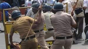 The police used Tear gas and even Laathi charged on the uncontrolled crowd. These crowd were in support of farmers' protest..