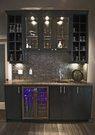 Home Bar Designs Pinterest Home Wet Bar Design W Glass Backsplash Kombuis En Bars