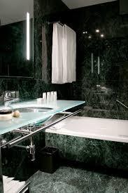 Grüner Marmor Im Bad Wirkt Durch Seine Farbe Und Struktur Wand