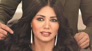 رانيا يوسف بفستان ضيق مكشوف الصدر ترقص وتتمايل في حفل روبي وتثير جدلاً! |  وطن يغرد خارج السرب