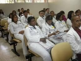 Resultado de imagen para fotos de muchos medicos dominicanos reunidos