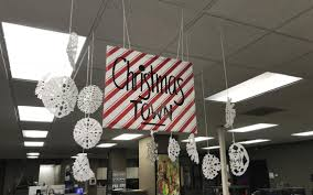 Entire office decked Decked Out Latest Articles Inforum Is Your Office Decked Out For The Holidays The Forum Wants To Know
