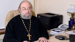 Медведев хочет оцифровать все диссертации в РФ с советских времен  В России впервые присудили научную степень по теологии