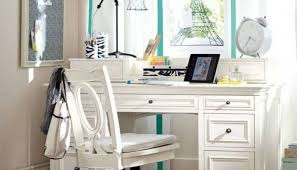 White Furniture In The Living Room With Blue Green Accents Ways