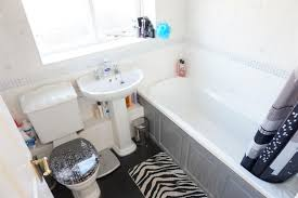 Fully Tiled Bathroom Property Details Bob Gutteridge Estate Agents And Valuers
