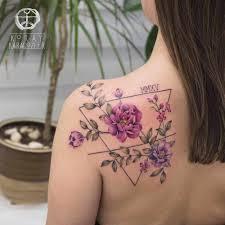 тату с цветами у девушки на лопатке Tattoo3 татуировки тату на