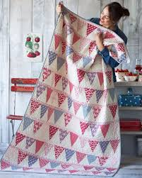 35 Easy Quilts To Make This Weekend - DIY Joy & Best Quilts to Make This Weekend - Candy Bloom Quilt - Free Quilt Patterns  and Quilting Adamdwight.com