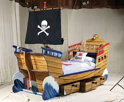 kids bed rooms design ideas with pirate ship theme decorations gives shiver to the guests
