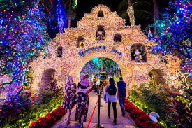 Festival Of Lights Irvine These 12 Holiday Light Shows Put On Dazzling Displays Across