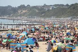Bournemouth beach was beyond crowded today, bournemouth council declared a major incident because there were simply too many people for the emergency services to safely look after. Major Incident Declared On Bournemouth Beach As Thousands Pack It And Won T Stop Daily Star