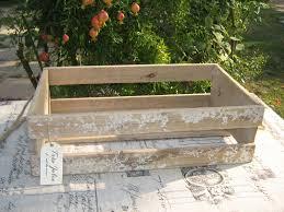 Vassoi In Legno Da Decorare : Come trasformare una cassetta di legno in stile shabby