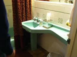 readers david and laura knew sinks with attached counters are called banjo tops