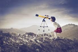 Девочка с подзорной трубой — Girl with telescope