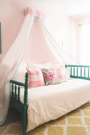 21 Great Ideas for a Canopy Bed in a Girl's Room