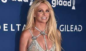 Britney Spears Smiles Ear-to-Ear While ...