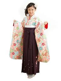 女の子の袴の着付けや可愛い髪型は体験談とおすすめアイテム10選