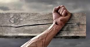 Resultado de imagem para mãos ensanguentadas de jesus