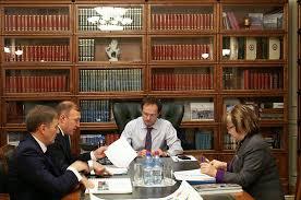 Песков объявил что тема диссертации Мединского не касается Кремля