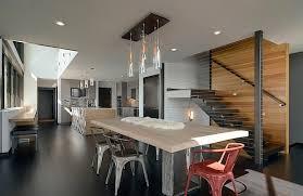 Yang membedakan gaya desain interior minimalis dan kontemporer adalah unsur  halus yang tampak sedikit berbeda Contohnya seperti penggunaan pegangan  tangga
