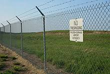 barbed wire fences. Delighful Fences Chain Link Fence With Barbed Wire On Top On Barbed Wire Fences Wikipedia