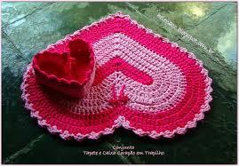 heart shaped basket and rug01 jpg