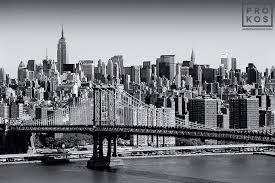 skyline of new york city and the manhattan bridge in black and white